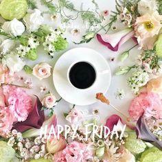 Coffee and flowers Coffee Vs Tea, Coffee Talk, Coffee And Books, Coffee Cozy, I Love Coffee, Morning Coffee, Coffee Drinks, Sweet Coffee, Flower Tea