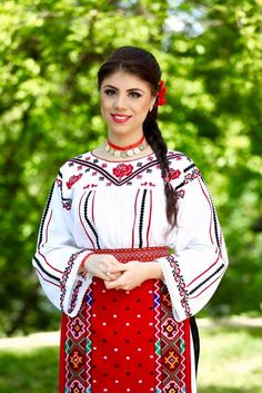 Popular Folk Embroidery Costum popular Romanesc din Dobrogea Traditional Romanian costume from Dobrogea Folk Embroidery, Learn Embroidery, Hand Embroidery Designs, Embroidery Patterns, Goddess Art, Beautiful Costumes, Embroidery Techniques, African Dress, Going Out