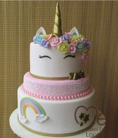 bolo unicórnio Shared Birthday Parties, Girl Birthday Themes, Unicorn Birthday Parties, Unicorn Foods, Unicorn Cakes, Little Pony Cake, Girly Cakes, Fake Cake, Unicorn Baby Shower