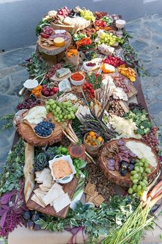 19 Biggest Wedding Trends to Bookmark in 2020 grazing food tables, diy wedding food station. Antipasto, Charcuterie Platter, Charcuterie And Cheese Board, Cheese Boards, Cheese Platters, Food Platters, Festa Jack Daniels, Grazing Food, Party Food Buffet