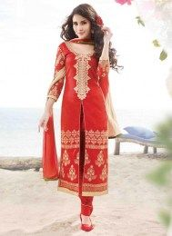 Style and design and trend would be at the peak of your attractiveness after you attire this red cotton satin designer suit. The embroidered and resham work looks chic and best for any affair. Salwar Kameez Online Shopping, Latest Salwar Kameez, Indian Salwar Kameez, Churidar, Designer Suits Online, Designer Salwar Suits, Desi Clothes, Looks Chic, Traditional Looks