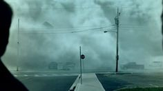 The 2007 movie The Mist ranks up there with some of the best Stephen King adaptations ever, with just the right blend of horror and wonder (and that s. The Mist Stephen King, Frances Conroy, Tv Series 2017, Spike Tv, Danse Macabre, Movie Trailers, Creepy, Horror, Sci Fi