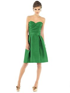 Love the ruching on this Bridesmaid dress!