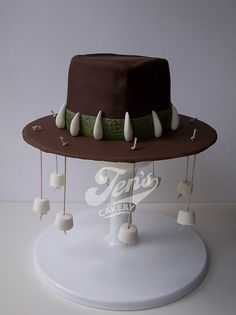 My brother and his wife are emmigrating to Australia, so I made them an Australian cork hat cake. Australian Party, Australian Food, Bon Voyage Cake, Bon Voyage Party, Australia Cake, Australia Day Celebrations, Aussie Bbq, Leaving Party, Aussies