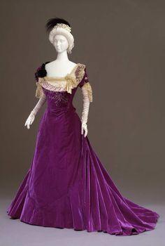 Worth evening dress, circa 1901. From the Galleria del Costume di Palazzo Pitti via Europeana Fashion.