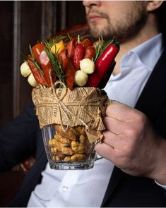 Vegetable Bouquet, Vegetable Animals, Food Bouquet, Candy Arrangements, Birthday Gifts For Boyfriend Diy, Cadeau Surprise, Charcuterie Recipes, Decadent Food, Food Carving