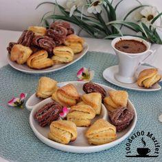 Harika bi kurabiye tarifim var sizlere.👌🏼  Şekerin erimesiyle üzeri kıtır kıtır içi yumuşak bi kurabiye. 👍🏼 Orjinal tarifinde lor peyni...