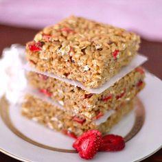 {no-bake} Strawberry Shortcake Krispy Treats - secretly good for you!