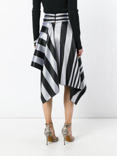 Get playful with shapes by shopping the designer asymmetric skirts edit at Farfetch. The most exciting draped skirts are here to shop now. Shirt Skirt, Dress Skirt, Shorts, Mode Tartan, Fashion 101, Fashion Outfits, Japanese Minimalist Fashion, Diy Mode, Moda Chic