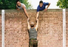 Learn how to prepare for an obstacle course race with these 6 key obstacle race preparation tips. Assessment, homework, training, race choosing and more covered. Army Workout, Assault Course, Fitness Tips, Fitness Motivation, Military Jokes, Best Army, Obstacle Course Races, Joining The Military, Strength Training