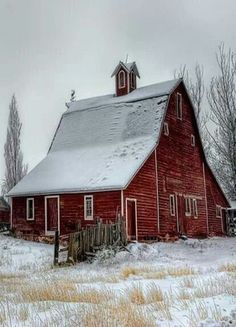 This is a beautiful barn turned into a house! What a great way to preserve the past! Just beautiful.