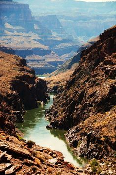 While Chris is in California he finds an old canoe and starts to travel down the Colorado River.