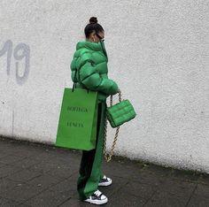 Pause, Boutique, Girl Fashion, Fashion Design, Fashion Outfits, Fashion Trends, Bottega Veneta, Hunter Boots, Autumn Winter Fashion