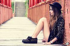 http://fashioncoolture.com.br/2013/03/03/look-du-jour-blackout/