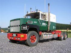 Ford LTL 9000 Big Ford Trucks, Mack Trucks, Big Rig Trucks, Old Trucks, Pickup Trucks, Model Truck Kits, Gmc Motorhome, Truck Transport, Ford Tractors