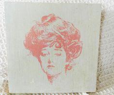 Cuadro madera Mujer Vintage. 20x20cm. (Tela Marinera Decoración)