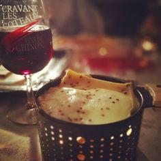 Raclette en terrasse et ... À la bougie 😁🍷🍇🤤😮 #cookut #raclette #vin #chinon