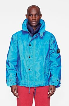 The Ice Jacket was born. Created in heat-sensitive fabric, it amazed onlookers by drastically changing colour with changes in temperature. It morphed from yellow to dark green, white to bright blue and pink to grey. It was a totally innovative way of interpreting clothing, which interacted with the behaviour of the wearer. The Ice Jacket then evolved in terms of colours and fabrics, to create mimetic garments, which lost their printed patterns in the cold.