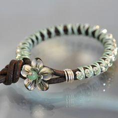 ABruxinhaCoisasGirasdaCarmita: Um bracelet muito giro