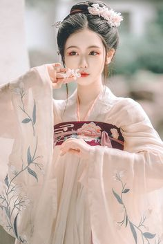 New Photography Portrait Asian Geishas Ideas Chinese Traditional Costume, Traditional Fashion, Traditional Dresses, Hanfu, Cheongsam, Tumbr Girl, China Girl, Chinese Clothing, Chinese Dresses