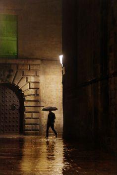 Sombre (barcelone): cm ed 16 / cm ed 12 Christophe Jacrot photographies Saul Leiter, Rainy Night, Rainy Days, Barcelona, Nocturne, Light Photography, Street Photography, Christophe Jacrot, My Love Song