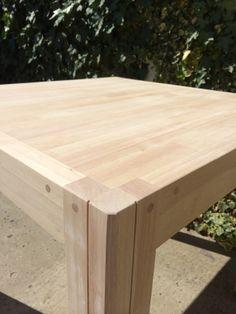 Table 80x80 en hévéa