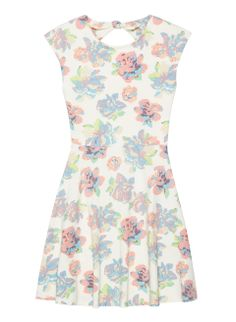 Would appreciate this Dresses For Work, Summer Dresses, Floral, Prints, Pattern, Outfits, Clever, Design, Fashion