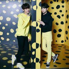 Yeonjun and Hueningkai Kpop, Bts Pictures, K Idols, Pop Group, Pretty Boys, Cute Wallpapers, Jimin, Disney Princess, Disney Characters