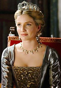 In The Tudors' third season (Showtime, Sundays at 9 pm/ET), Jane Seymour (Annabelle Wallis) has taken the throne as the new queen of England. Annabelle Wallis Tudors, Enrique Viii, Los Tudor, The Tudors Tv Show, Tudor Fashion, Medieval Fashion, Medieval Clothing, Tudor Costumes, Period Costumes