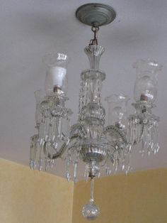 Lustre antigo de cristal com 4 luminárias
