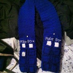 Tardis - Doctor Who Crocheted Scarf with pockets. No pattern, but a good clear picture