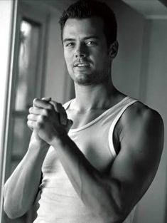 Oh heeeey Josh Duhamel damn you fergie why did you have to marry him Look At You, How To Look Better, Just For You, Chris Pratt, Chris Evans, Dakota Do Norte, Jamie Dornan, Pretty People, Beautiful People