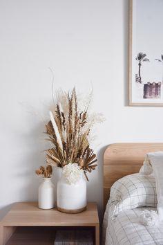 Jan 2020 - dried flower display ideas with beautiful planter Dried Flower Arrangements, Dried Flowers, Home Interior, Interior Decorating, Interior Design, Home Bedroom, Bedroom Decor, Bedrooms, Reno