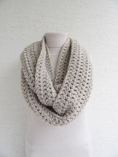 Extra Large Chunky Infinity Scarf Thick Knit Scarf Unisex Womens Cowl Scarf Mens Accesories Light Beige door LedaDesign op Etsy https://www.etsy.com/nl/listing/160694803/extra-large-chunky-infinity-scarf-thick