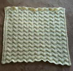 Ravelry: Chevron Baby Blanket pattern by Courtney Baker Worsted / 10 ply (9 wpi) ? US 8 - 5.0 mm 500 - 600 yards (457 - 549 m) Sizes: 26 x 26 inches