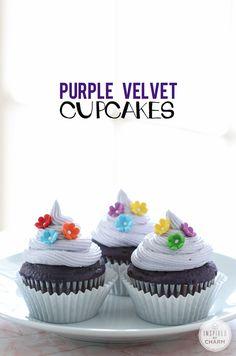 Purple Velvet Cupcakes - unique and delicious dessert recipe Unique Desserts, Köstliche Desserts, Delicious Desserts, Yummy Food, Cupcake Recipes, Baking Recipes, Dessert Recipes, Eclair, Purple Velvet Cupcakes