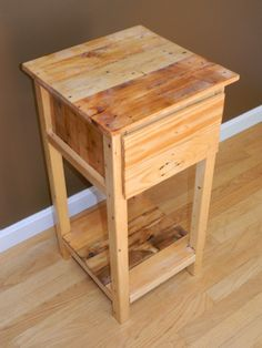 Creations By ASH: Pallet Nightstand  (http://creationsbyash.blogspot.com/2014/06/pallet-nightstand.html)