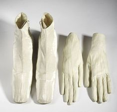 Gloves and Shoes, Austrian, Empress Elisabeth of Austria was considered by many to be the most beautiful woman in the world in the century. Vintage Boots, Vintage Outfits, Vintage Fashion, Kaiser Franz, Bata Shoes, Victorian Shoes, 1850s Fashion, 19th Century Fashion, Period Outfit