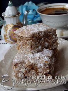 Potreban materijal: 250g svinjske masti 12 kašika šećera 2 jaja 250ml mleka 1 kesica praška za pecivo 2 kašike pekmeza od šljiva 3 rendane jabuke 500g brašna cimet u prahu šećer u prahu za posipanje Priprema: Dobro umutiti mast sa šećerom. Dodati zatim jaja, mleko, malo cimeta po ukusu i pekmez. Dodati jabuke i brašno …