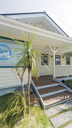 California Style, Beach House, I Am Awesome, Porch, Garage Doors, Outdoor Decor, Home Decor, Beach Homes, Balcony