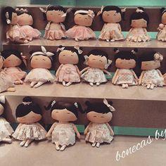 #minhasbonecas #tildinha #tildabox #tildababy #tilda #kids #ateliedebonecasdaluiza #partydecor #party #boneca #olhosorientais #dolly #festadeaniversario #tildagordinha #babygirl #niver #toys