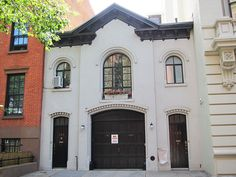 Carriage house at 165 Columbia Heights in Brooklyn Heights