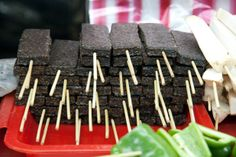 Pigs' Blood Cake - 1 of 10 Foods and Drinks Banned in America Spiral Potato, Scary Food, Vietnamese Iced Coffee, Taiwan Food, Loose Leaf Tea, International Recipes, Street Food, Food And Drink, Blood