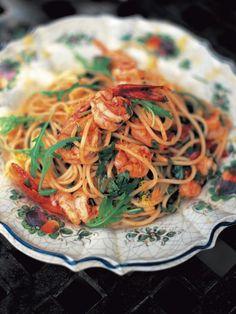 Spaghetti with prawns & rocket (Spaghetti con gamberetti e rucola) - with sun-dried tomatoes and a splash of white wine