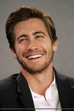 """Jake Gyllenhaal - 1980  SKYTTE - Skytten er meget åben overfor sin partner. Han/hun er fredelig og tager meget hensyn til partneren, selv om han/hun er følelsesmæssigt overfladisk. Skyttens frihedstrang har en tilbøjelighed til at dominere, hvilket ofte kan føre til jalousi fra partnerens side. Skytten kan ikke """"ejes""""."""