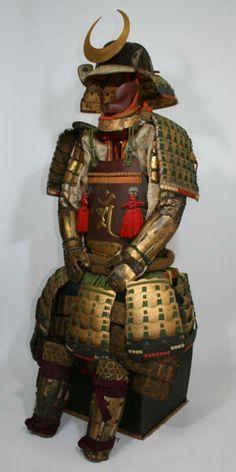 Suji bachi shinodare kabuto, kin bonji tsuke ni mai kaga dou gusoku, Edo period, Unkai school.
