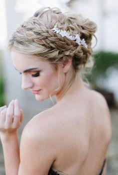 Wedding Hair Trends | Tiny bridal hair flower pins