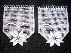 Häkeln Here you can get cute crochet curtains / slice curtains with bars in white. Cute Crochet, Crochet Crafts, 911 Memorial, Fillet Crochet, Crochet Curtains, Knitting Magazine, How To Start Knitting, Crochet Bracelet, Photo Tutorial