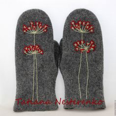 Сказки войлока Журнал мастер-классов | ВКонтакте Knitted Mittens Pattern, Sweater Mittens, Fingerless Mittens, Knitted Hats, Crochet Hats, Hand Warmers, Wrist Warmers, Felted Wool Crafts, Hand Embroidery Videos