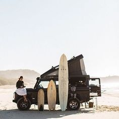 Pop up your Land Rover on a white sandy beach and go for a surf. Landrover Defender, Land Rover Defender 110, Go Car, Magnum, Surf Trip, Surf Travel, Am Meer, Land Rovers, Van Life